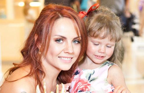 Певица Максим с дочерью Сашей