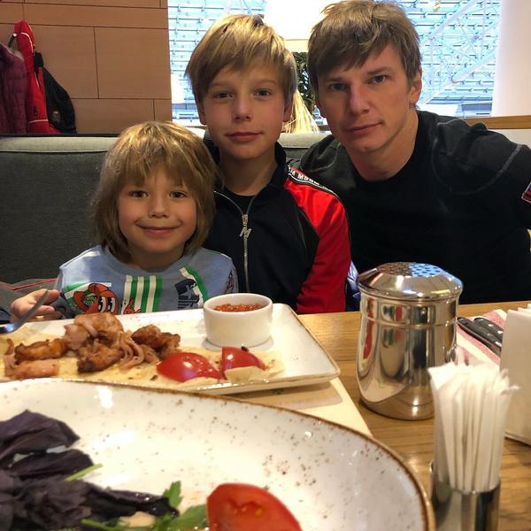Сейчас Андрей общается с детьми, но их встречи остаются редкими