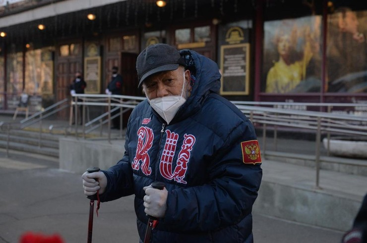 Бедрос Киркоров приехал проводить легендарного актера в последний путь несмотря на плохое самочувствие