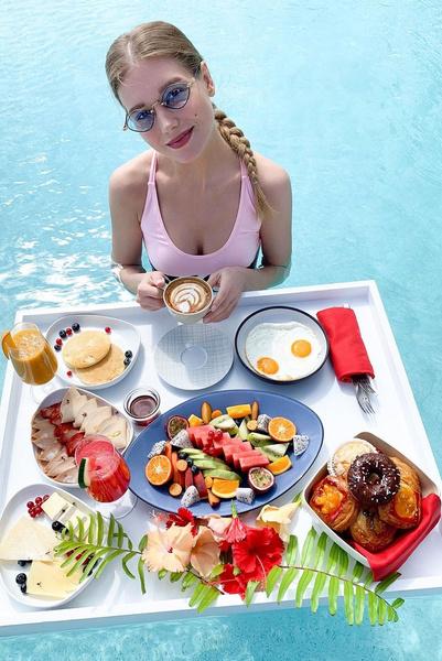 Актриса часто фотографируется с едой