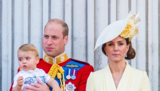 Младший сын Кейт Миддлтон и принца Уильяма донашивает вещи отца
