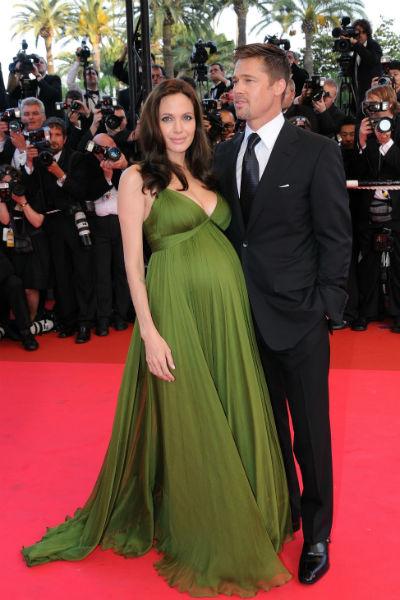 Во время второй беременности Анджелина много путешествовала и посещала светские мероприятия