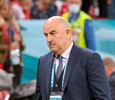 Станислав Черчесов снят с поста главного тренера сборной России по футболу
