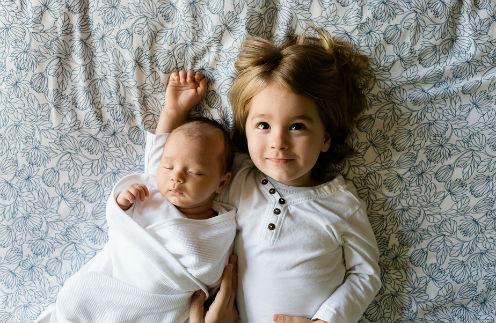 «Улыбочку!»: зачем звездные родители устраивают младенцам фотосессии