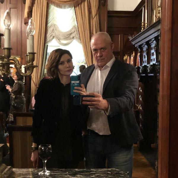 Юлия тоскует по погибшему мужу