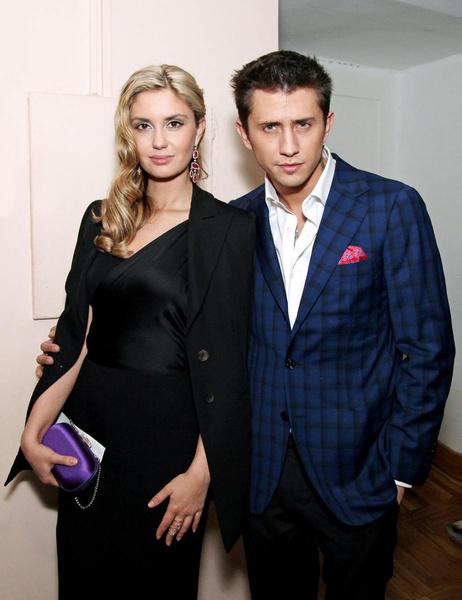 Павел Прилучный развелся с Агатой Муцениеце и стал встречаться с Мирославой Карпович