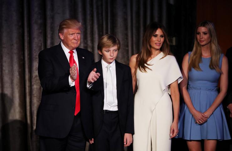 Дональд Трамп с младшим сыном, женой и старшей дочерью