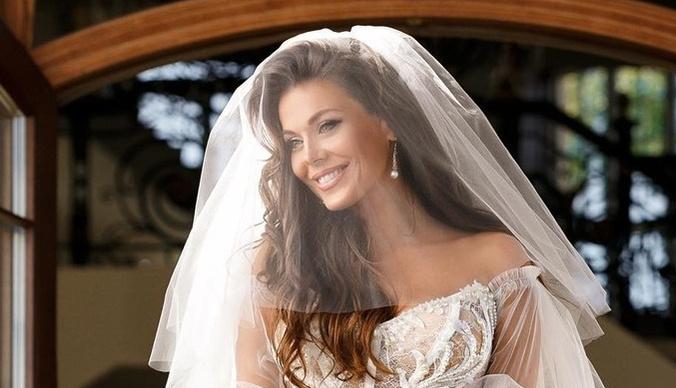 Таня Терешина появилась на свадебном торжестве в «голом» платье