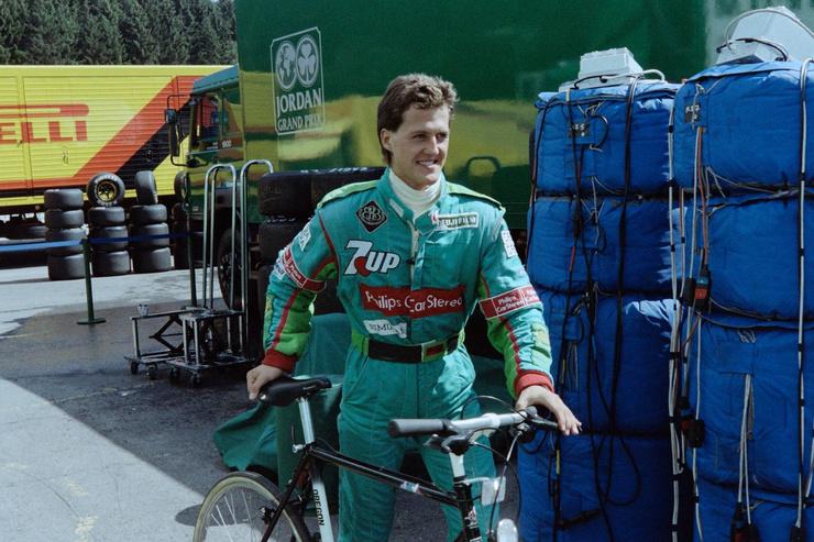 На соревнования «Формулы-1» в Бельгии гонщик приехал на велосипеде