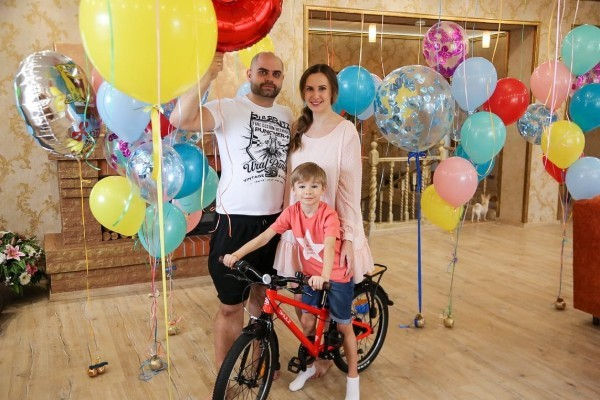 Ольга и Илья Гажиенко устроили Кириллу праздник