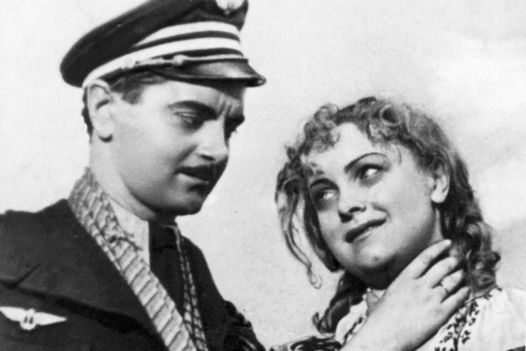 В «Беспокойном хозяйстве» Любимов играл французского летчика Жана Лярошеля, а Целиковская — ефрейтора Антонину Калмыкову