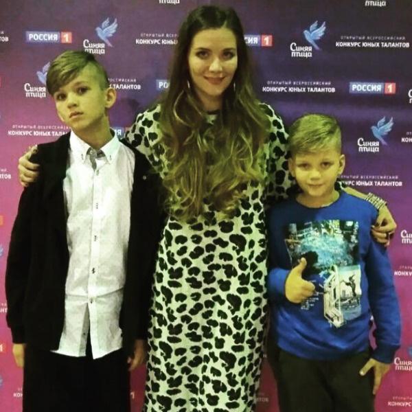 Анастасия Веденская с сыновьями Владимира Епифанцева