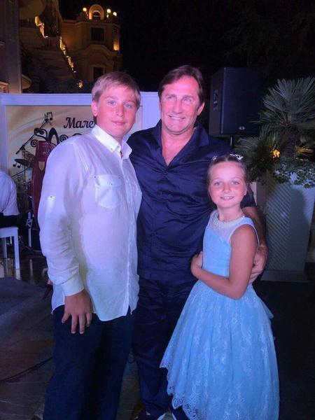 Владимир Тюрин с дочерью и сыном от Максаковой