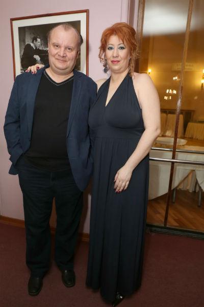Супруга артиста часто поддерживает его на премьерах новых фильмов
