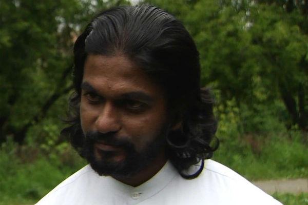 Ашок Раджа родился в Индии, учится в России