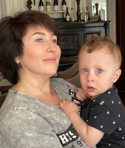 С воспитанием Демида Саше помогает мама
