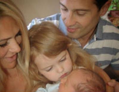 Антон Макарский высчитал, сколько еще детей успеет родить его жена