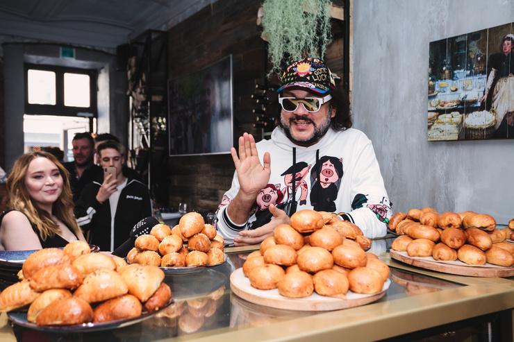 Филипп Киркоров отведал вкусных пирожков