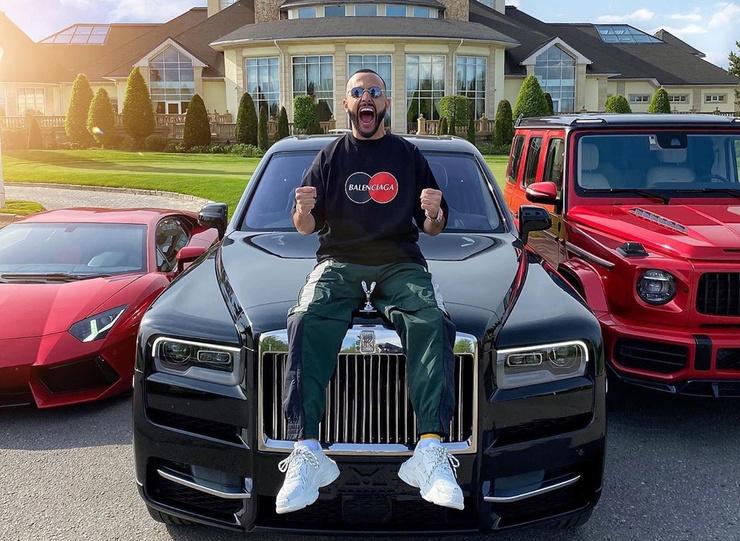 Гасанов любит демонстрировать богатство