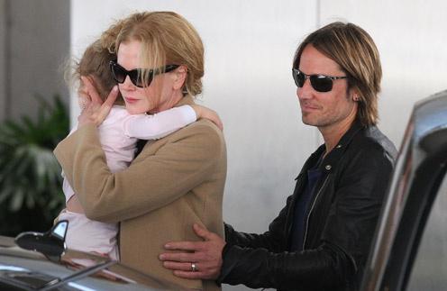 Николь с младшей дочерью и мужем