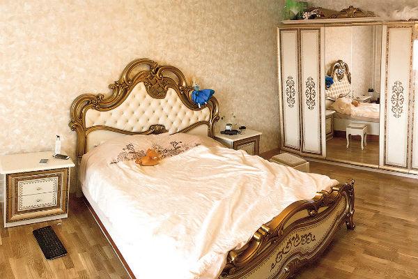 Дизайн спальни выполнен в стиле ампир