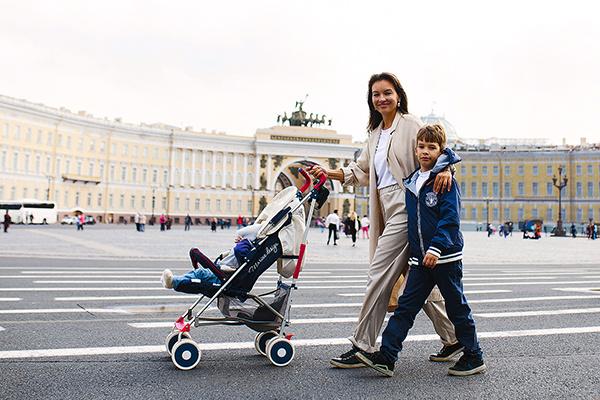 По словам актрисы, старший сын, Макар, души не чает в младшем, двухлетнем Андрее