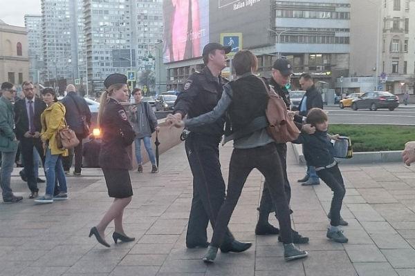 Полицейские грубо вели себя по отношению к ребенку