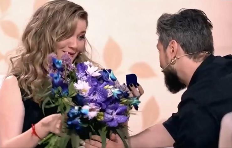 Онищенко сделал актрисе предложение в студии