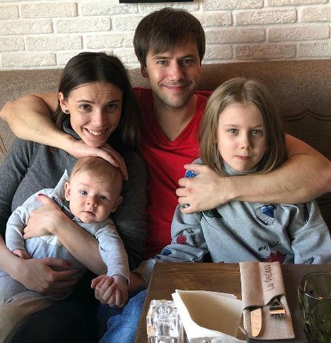 Иван Жидков с семьей