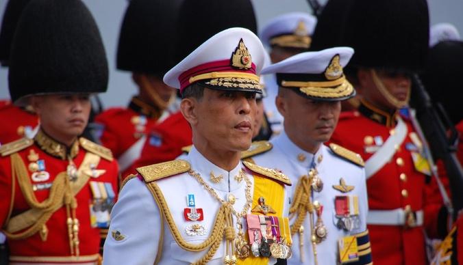 Король Таиланда женился на начальнице охраны