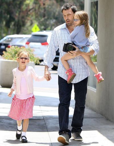 Бен Аффлек с дочерьми Вайолет и Серафиной