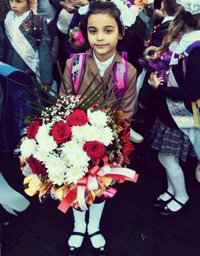Дочь Александра Бердникова на школьной линейке в 1 классе