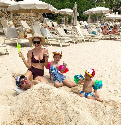 Роман и Галина на отдыхе с детьми