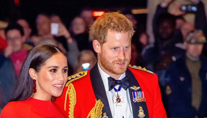 Обвинения в расизме и конфликты с королевской семьей: все о книге про Меган Маркл и принца Гарри