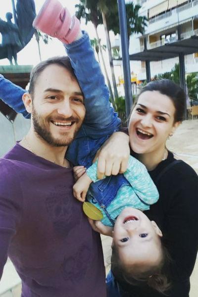 Виктория Райдос с мужем и дочерью