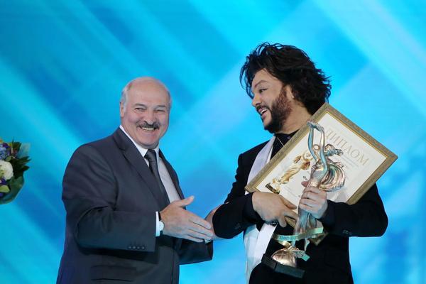 На фестивале Лукашенко лично вручал награду Филиппу Киркорову