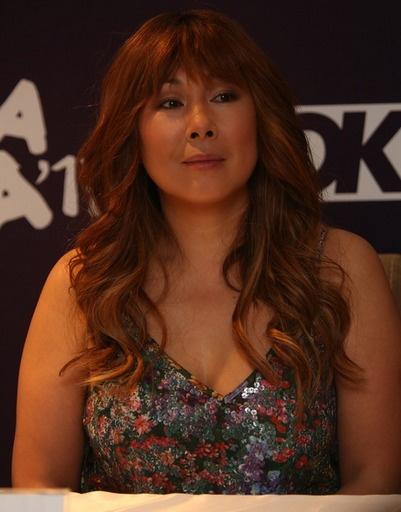 Анита Цой отвечает на вопросы журналистов
