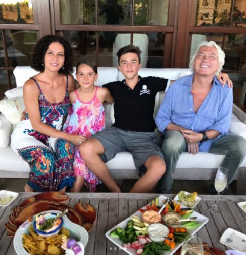 Флоранc отметила день рождения вместе с супругом и детьми