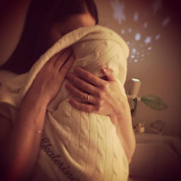 Актриса с новорожденной дочерью