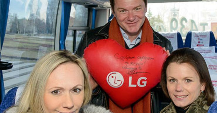 Мария Петрова, Алексей Тихонов и Мария Бутырская поддержали донорский марафон