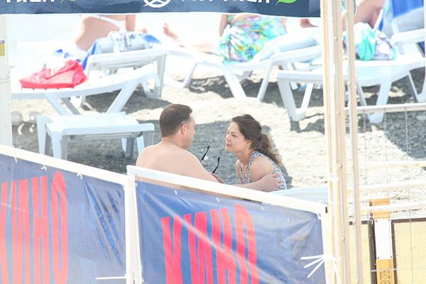 Новости: Владимира Вдовиченкова и Елену Лядову страсть захватила прямо на пляже – фото №6