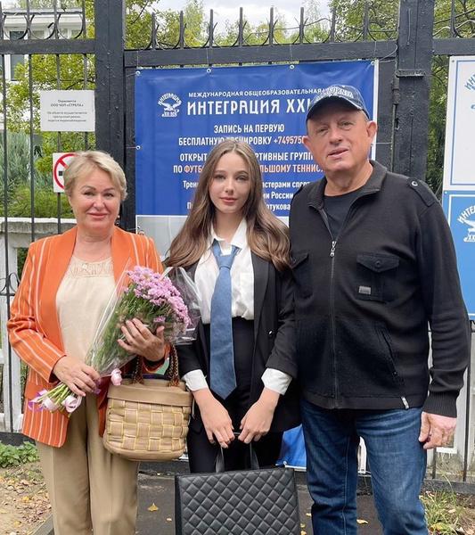 Дочь Юлии Началовой Вера пошла в девятый класс