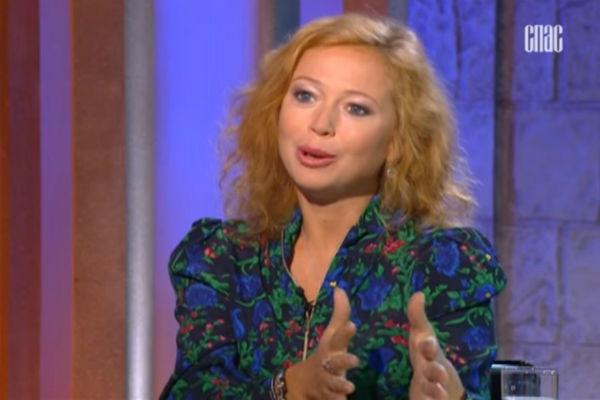 Елена Захарова активно занимается благотворительностью