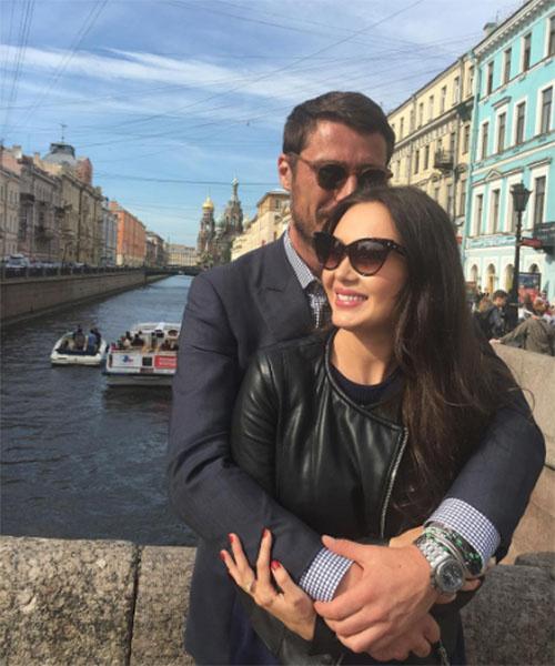 Марат Сафин и его возлюбленная Аида проводят романтические выходные в Санкт-Петербурге