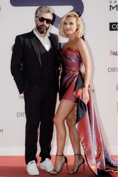 Полина Гагарина пришла с мужем