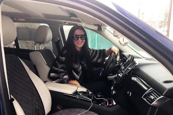Олю сложно назвать аккуратным водителем