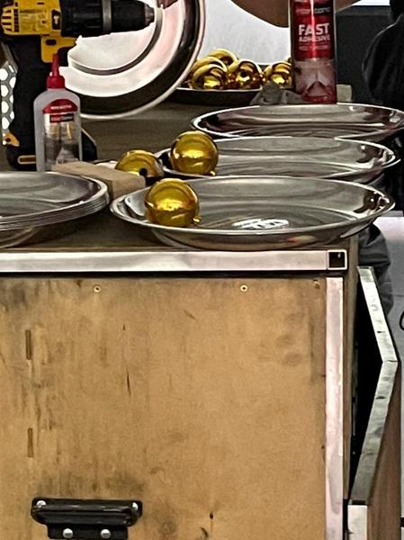Тем самые тарелки с премии МУЗ-ТВ, когда Моргена обошел Артур Пирожков. Интересно, для чего они?