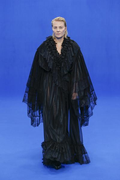Макияж Ренаты Литвиновой на Неделе моды в Париже поклонники сочли крайне неудачным