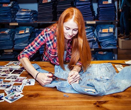 Саша Федорова «Во время первой поездки в Амстердам я зашла в винтажный магазин и купила куртку Trucker. Когда дома решила её постирать, обнаружила внутри имя и фамилию, написанные маркером. Вбила их в Facebook. Выяснилось, что эта куртка принадлежала парню из Лос-Анджелеса, который скупает и кастомизирует винтажный деним. Мы подружились и с удовольствием ездим друг другу в гости. Вот так Levi's® объединяет страны!»