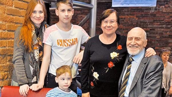 Николай Дроздов и его семья